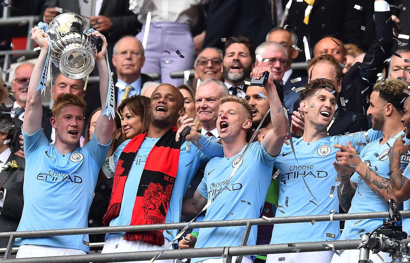 El Mánchester City festeja con la FA Cup al vencer en la final al Watford. (Foto Prensa Libre: AFP).