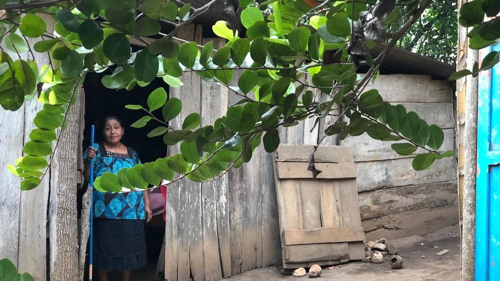 Clara Sanán, hermana de Victorina, a quien esta considera su madre, recibió a Univisión en una aldea de Santo Domingo, Suchitepéquez. (Foto: Univisión)