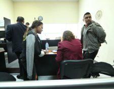 El juez resolvió dejar en libertad condicional al piloto del autobús. (Foto Prensa Libre: Esbin García)