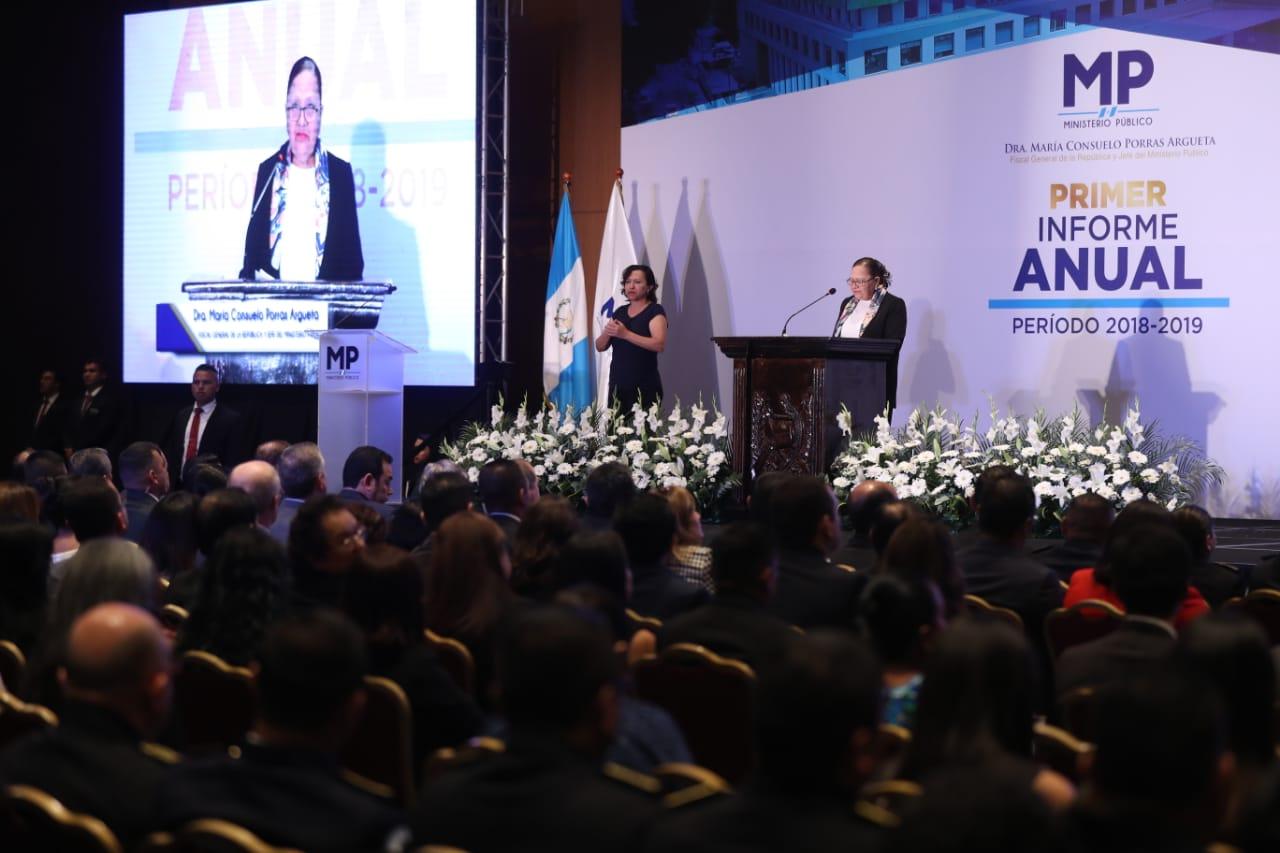 La fiscal general del Ministerio Público, María Consuelo Porras, durante la entrega de su informe. (Foto Prensa Libre: Esbin García)