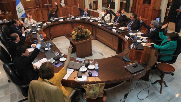 Los magistrados de la Corte Suprema de Justicia conocerán mañana los antejuicios contra el presidente. (Foto Prensa Libre: Hemeroteca)