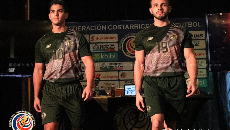 Los jugadores de Costa Rica lucieron el nuevo uniforme. (Foto Prensa Libre: Twitter @fedefutbolcrc)