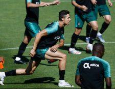 Cristiano Ronaldo se integró a los entrenamientos de la Selección de Portugal. (Foto Prensa Libre: AFP).