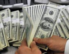 En una semana el dólar incremento cinco centavos, como efecto de la colocación del eurobono por US$1 mil 200 millones. (Foto Prensa Libre: Hemeroteca)