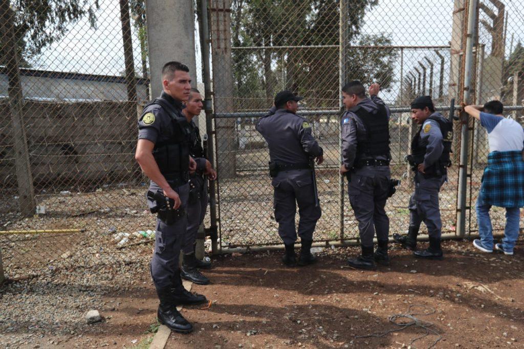 Los agentes del Sistema Penitenciaro indicaron que el ataque fue directo a dos personas. Foto Prensa Libre: Érick Ávila