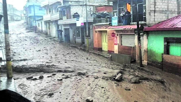 En la época de lluvia siempre se registran inundaciones y hundimientos en la provincia.(Foto Prensa Libre: Hemeroteca PL)