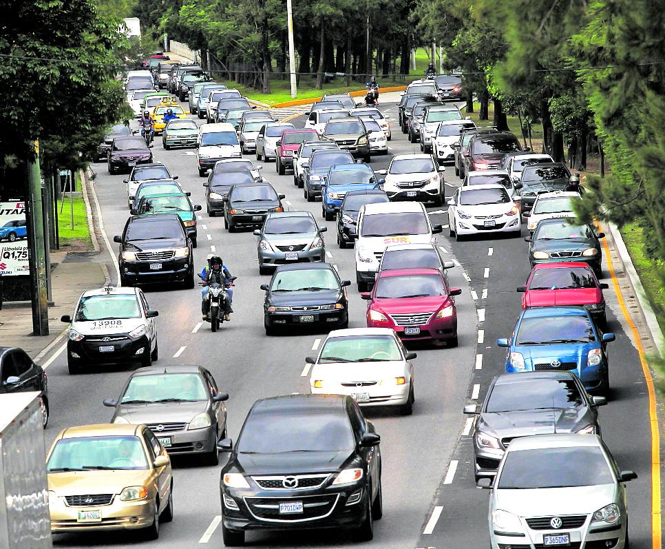 Con la aplicación se espera reducir los costos de transporte y los atascos.(Foto Prensa Libre: Hemeroteca PL)