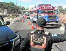 La Policía Nacional Civil, podrá verificar que los buses tengan en funcionamiento el dispositivo para regular la velocidad.(Foto Prensa Libre: Hemeroteca PL)