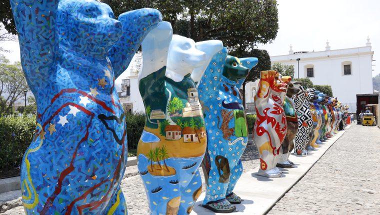 La exposición de los United Buddy Bears actualmente se ubica en Antigua Guatemala, Sacatepéquez. (Foto Prensa Libre: Hemeroteca PL)