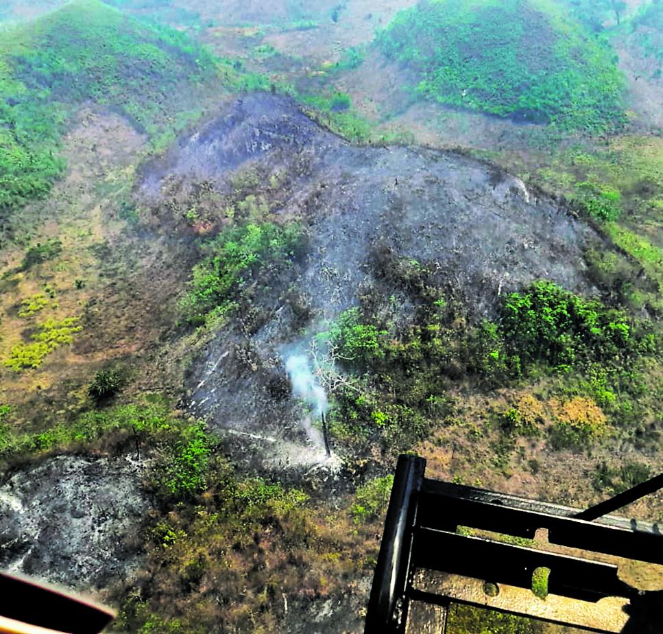 Desde el aire se obserca la magnitud de los incendios forestales que han afectado varias hectareas en PetÈn.
