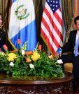 El Secretario de Seguridad Nacional de EE. UU., Kevin McAleenan, , y el Jimmy Morales durante la reunión. (Foto Prensa Libre: Gobierno de Guatemala).