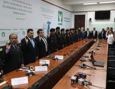 Policías y funcionarios acuden a la citación de la bancada de la UNE. (Foto Prensa Libre: Óscar Rivas)