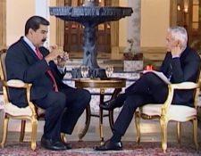 Nicolás Maduro, presidente venezolano, y el periodista Jorge Ramos, durante la entrevista en Caracas en febrero último. (Imagen tomada de univision.com)
