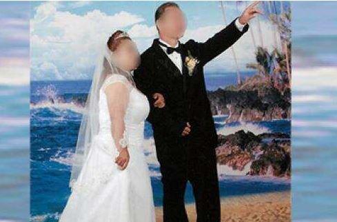 Una de las fotografías de bodas fingidas reveladas por autoridades migratorias. (Foto: ICE)