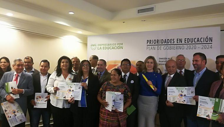 Representantes de los partidos políticos asistieron a la presentación de Empresarios por la Educación acerca de los puntos que deben ser considerados en materia educativa en el próximo plan de gobierno. (Foto Prensa Libre: Ana Lucía Ola)