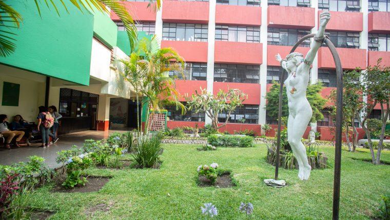 Un recorrido por las aulas de la Escuela Nacional de Artes Plásticas (ENAP).  Aquí han salidos reconocidos artistas guatemaltecos.  (Foto Prensa Libre: Juan Diego González).