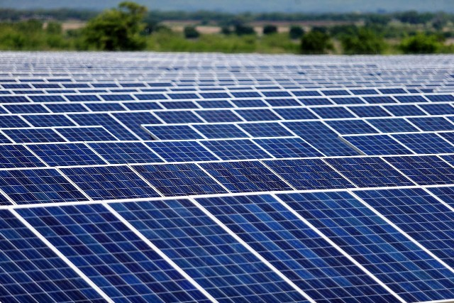 Con el proceso se busca contratar el suministro, construcción, instalación y puesta en operación de sistemas solares fotovoltaicos por hasta 110 megavatios. (Foto, Prensa Libre: MEM).