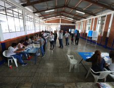 El Mineduc reporta que dos mil 833 escuelas se convertirán en centro  de votación, pero el 80 por ciento no cuentan con rampas para facilitar el ingreso a personas con discapacidad. (Foto Prensa Libre: Hemeroteca PL)