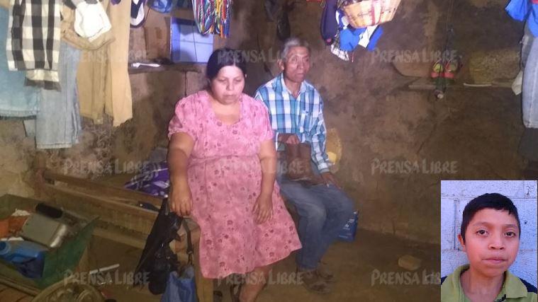 Tránsito Gutiérrez Oloroso y su esposo Tanerjo De León, padres de Juan de León Gutiérrez (inserto), el menor que murió mientras estaba en custodia de EE. UU. (Foto Prensa Libre: Hemeroteca PL)