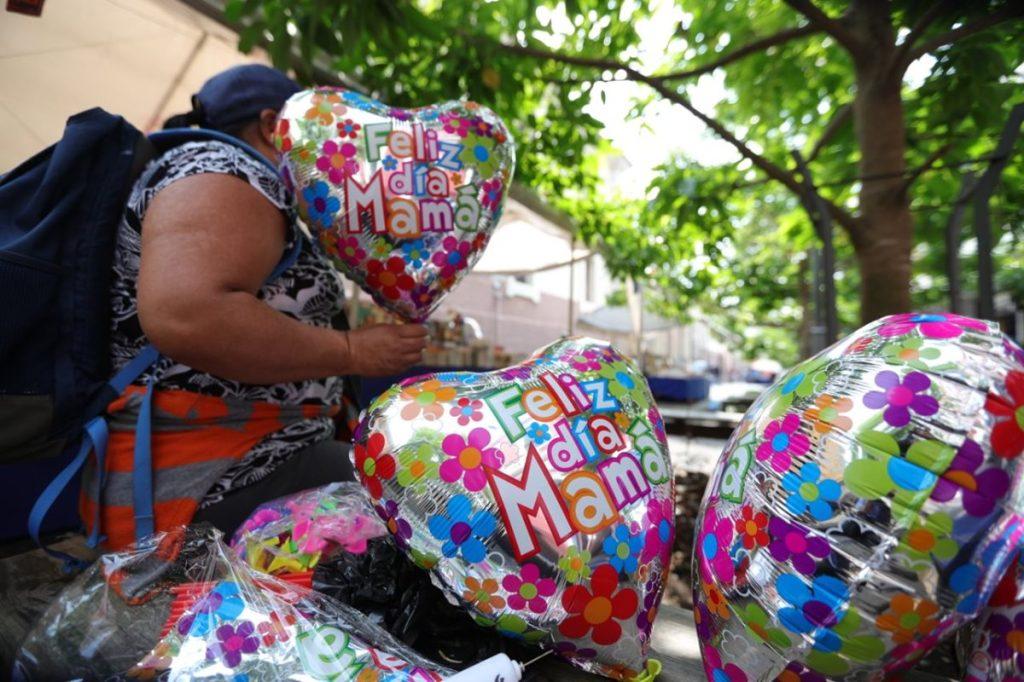 Los guatemaltecos celebran a todas las madrecitas. (Foto Prensa Libre: Hemeroteca PL)