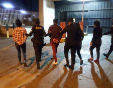 Las detenciones se dieron luego de los disturbios del sábado. (Foto Prensa Libre: PNC)