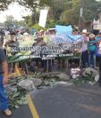 Los bloqueos permanecen en diferentes puntos del país aseguran los manifestantes.  (Foto Prensa Libre: Rolando Miranda)