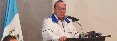 """Alejandro Giammattei, candidato a la presidencia por Vamos, presenta la denuncia por """"campañas negras"""". (Foto Prensa Libre: La Red)"""