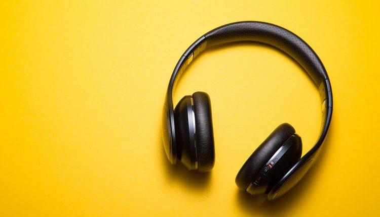 Los audífonos inalámbricos son la tendencia. Elíjalos con las características que más le convengan. Foto Prensa LIbre: Servicios