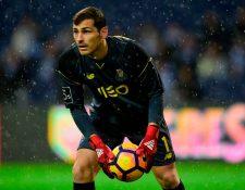 El exguardameta del Real Madrid, Iker Casillas, fue hospitalizado de urgencia tras sufrir un infarto en el entrenamiento matinal de su actual equipo. (Foto Prensa Libre: AFP)