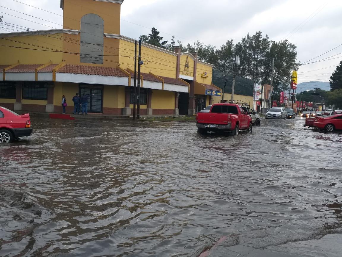Inundación en la cabecera de Quetzaltenango. (Foto Prensa Libre: Diego López)