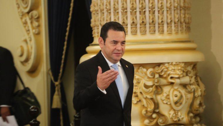 El presidente Jimmy Morales resultó lesionado en un encuentro de futbol. (Foto Prensa Libre: Érick Ávila)
