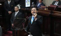 El presidente Jimmy Morales durante su discurso en la sesión solemne por conmemoración de la Constitución. (Foto Prensa Libre: Érick Ávila)