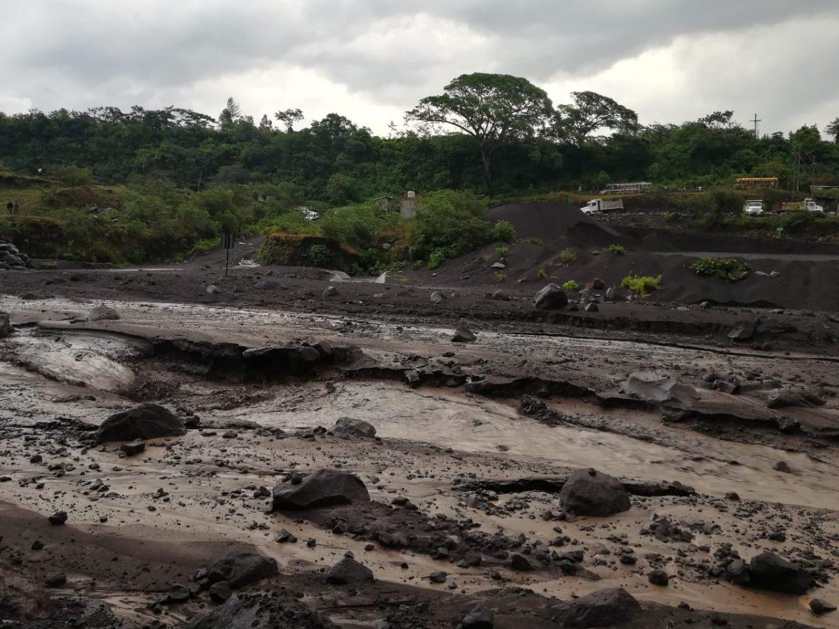 VIDEO | Lluvia arrastra lahares del Volcán de Fuego