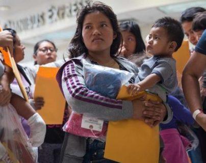 En los albergues ubicados en la frontera se encuentran madres que este domingo celebran su día  en territorio estadounidense. (Foto Prensa Libre: Hemeroteca PL)