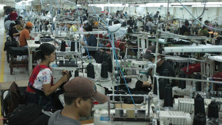 Uno de los reclamos de los empresarios del sector textil es la falta de flexibilidad laboral para competir en el mundo. (Foto Prensa Libre: Juan Diego González)