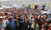Supuestos militares retirados hicieron una manifestación afuer del Congreso. (Foto Prensa Libre: Hemeroteca PL)
