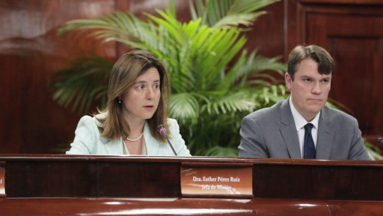 La misión del FMI está encabezada por Esther Pérez Ruiz, quien presentó las conclusiones finales. (Foto Prensa Libre: Juan Diego González)