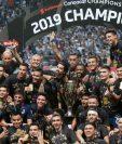 Monterrey celebra con la Copa de Campeón de la Concacaf. (Foto Prensa Libre: AFP).