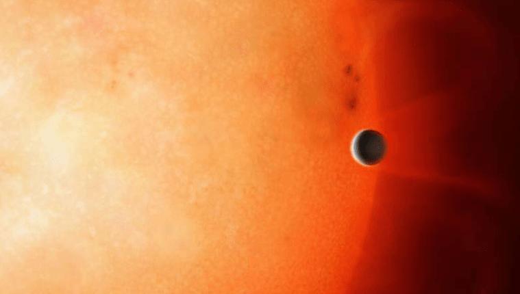 El planeta prohibido se encuentra muy cerca de su estrella. (Foto Prensa Libre: Mark Garlick / University of Warwick)
