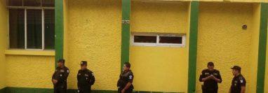Los capturados cobraron y no realizaron los servicios. (Foto Prensa Libre: El Espectador Santarroseño)