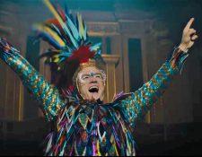 "Taron Egerton se mete en la piel de Elton John en la cinta biográfica ""Rocket Man"". (Foto Prensa Libre: YouTube)"
