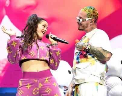 """La artista española Rosalía y el reguetonero colombiano J Balvin destacan con la canción  """"Con altura"""". (Foto Prensa Libre: AFP)"""