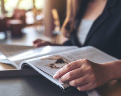 La lectura es un hábito que tiene efectos positivos en la salud. (Foto Prensa Libre: Servicios).