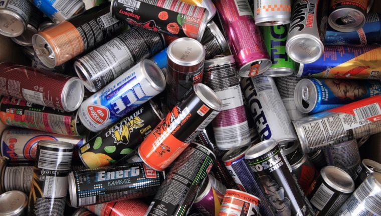 El consumo excesivo de cafeína, el componente más importante de las bebidas energéticas, puede conducir a efectos negativos para la salud como náuseas, diarrea, alteraciones del sueño y problemas cardiovasculares. (Foto Prensa Libre: Servicios)