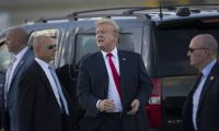 WEST PALM BEACH, FLORIDA - APRIL 18: US President Donald Trump talks with supporters after arriving on Air Force One at the Palm Beach International Airport to spend Easter weekend at his Mar-a-Lago resort on April 18, 2019 in West Palm Beach, Florida. President Trump arrived as the report from special counsel Robert S. Mueller III was released by Attorney General William P. Bar earlier today in Washington, DC.   Joe Raedle/Getty Images/AFP == FOR NEWSPAPERS, INTERNET, TELCOS & TELEVISION USE ONLY ==