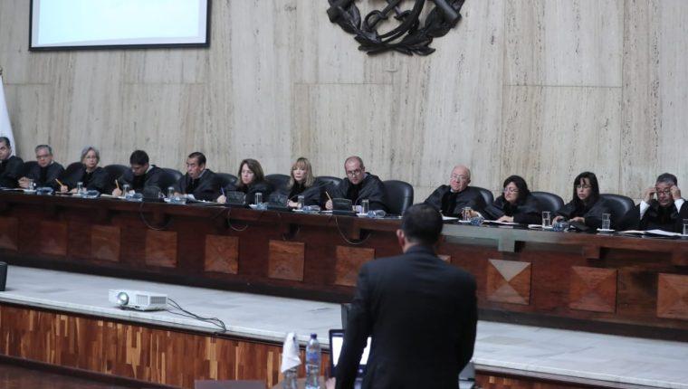 Magistrados de la Corte Suprema de Justicia (CSJ) escucharon los alegatos en relación a un amparo que fue negado a Thelma Aldana para ser inscrita como candidata presidencial. (Foto Prensa Libre: Juan Diego González)