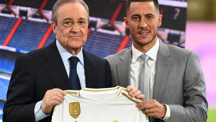 Eden Hazard junto a Florentino Pérez en su presentación como nuevo jugador del Real Madrid. (Foto Prensa Libre: AFP)