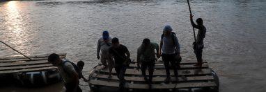 Estados Unidos y Centroamérica buscan una solución para la crisis migratoria en la región. (Foto Prensa Libre: AFP)