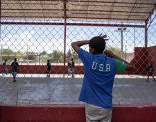 Cientos de niños y jóvenes quedan desamparados en Estados Unidos cuando son separados de sus padres por autoridades de migración. (Foto Prensa Libre: AFP)
