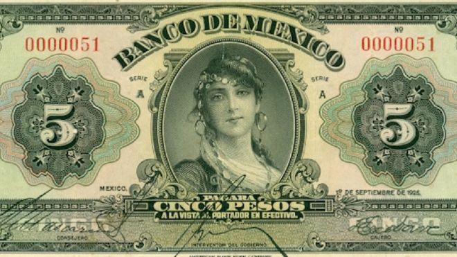 El primer billete de 5 pesos emitido por el recién creado Banco de México en 1925 tenía a una misteriosa mujer en su anverso. BANCO DE MÉXICO